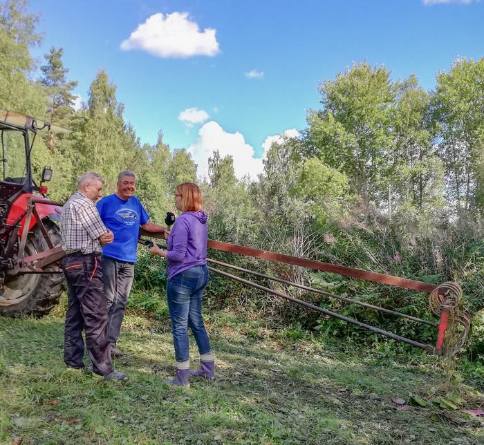 001_YLE:n toimittaja vierailulla Pitkäjärvellä